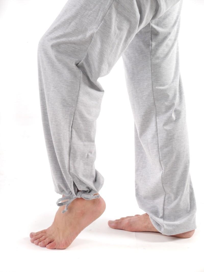 Фото 3 Белые штаны для йоги и фитнесса — «Школа спорта»