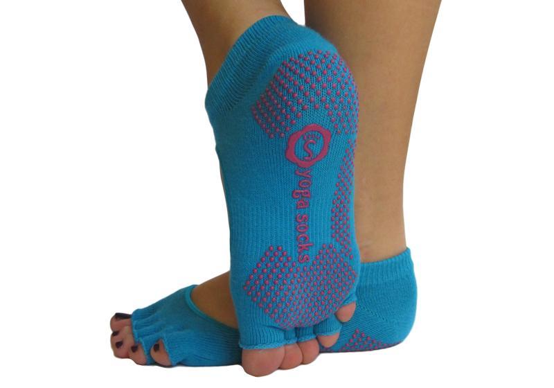 Фото Голубые носки для йоги