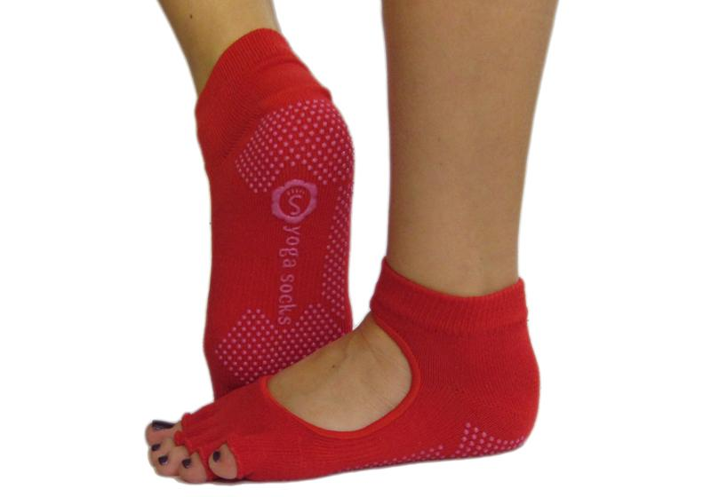 Фото Красные носки для йоги
