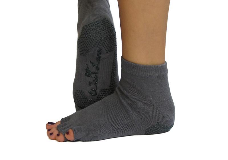 Фото 1 Серые носки для йоги