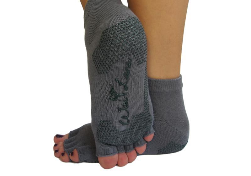 Фото Серые носочки для йоги и фитнеса