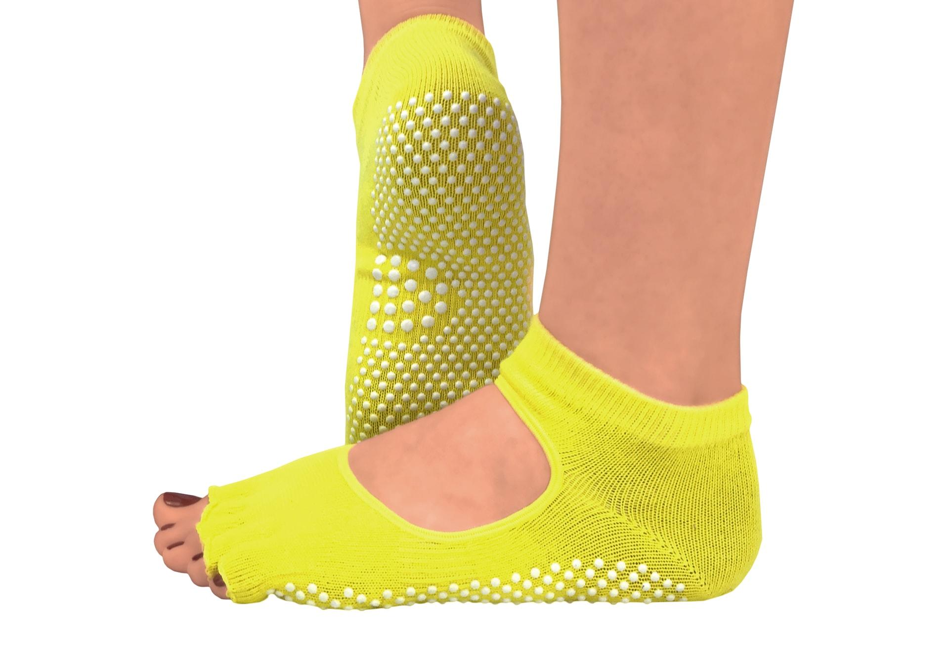 Фото Желтые носки для йоги