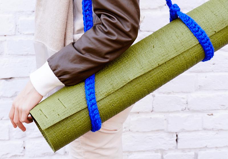Фото Вязаный ремень-стяжка на йога коврик