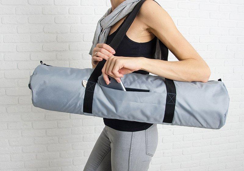 Фото Серая сумка для йога-коврика Silver Foyo