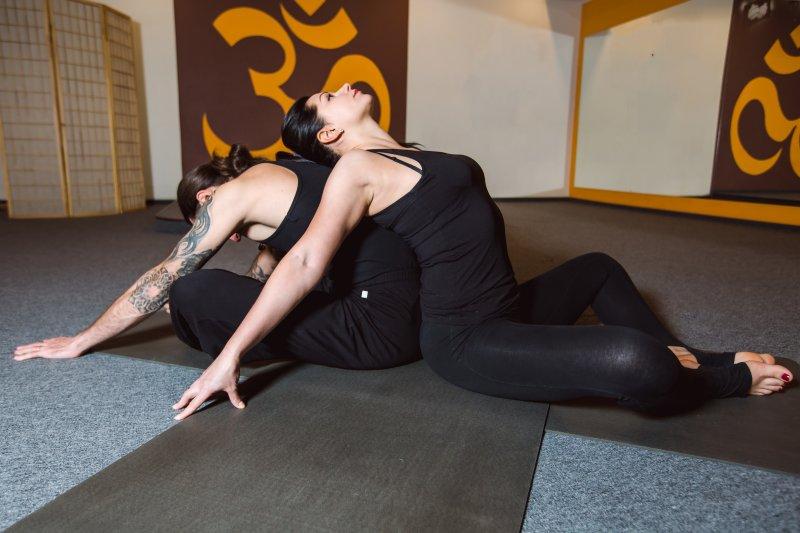 Йога для двоих: фото