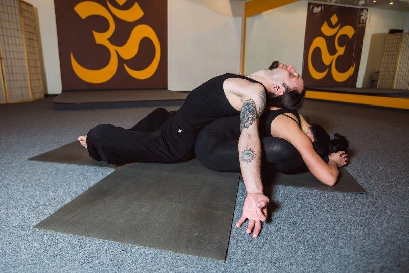 Йога для двоих: асаны