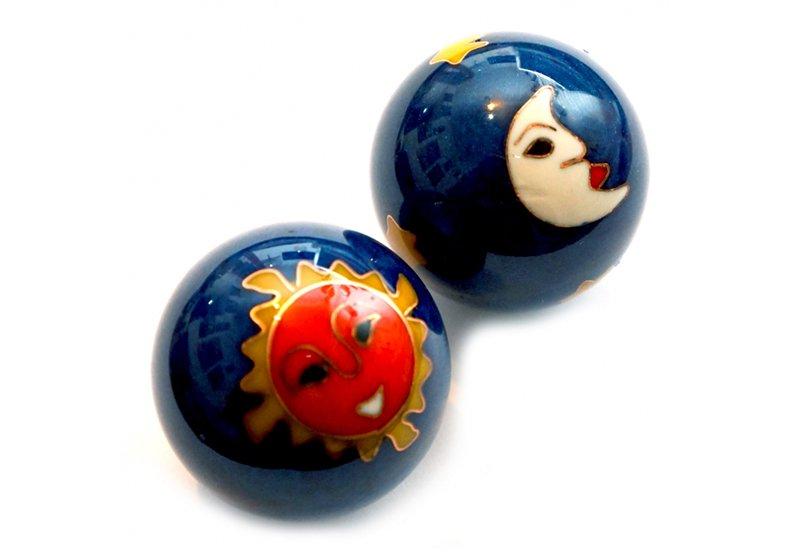 Фото Массажные шарики Баодинга в эмали 3,5 см. Рисунок – солнце и луна