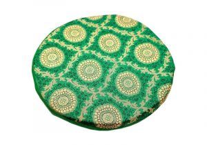 Зеленая подушка с принтом под поющую чашу