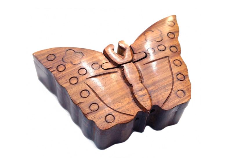 Фото Шкатулка с секретом из красного дерева Бабочка