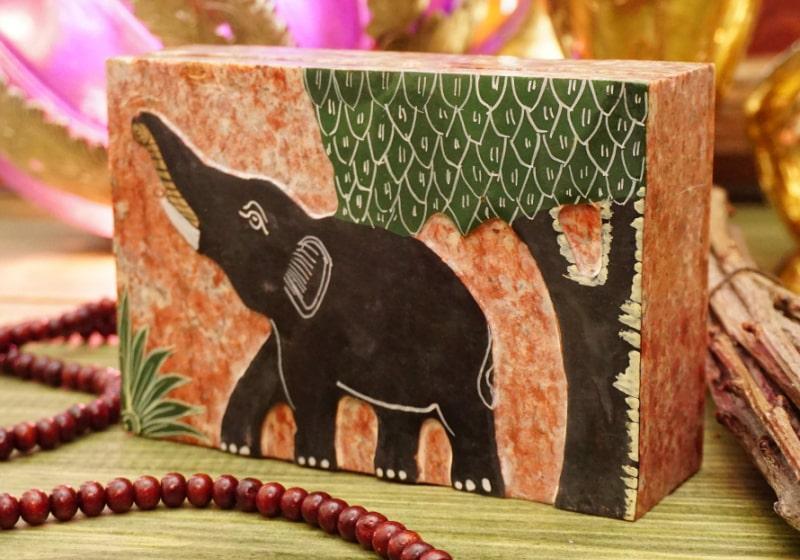 Фото 1 Каменная шкатулка Слон под деревом