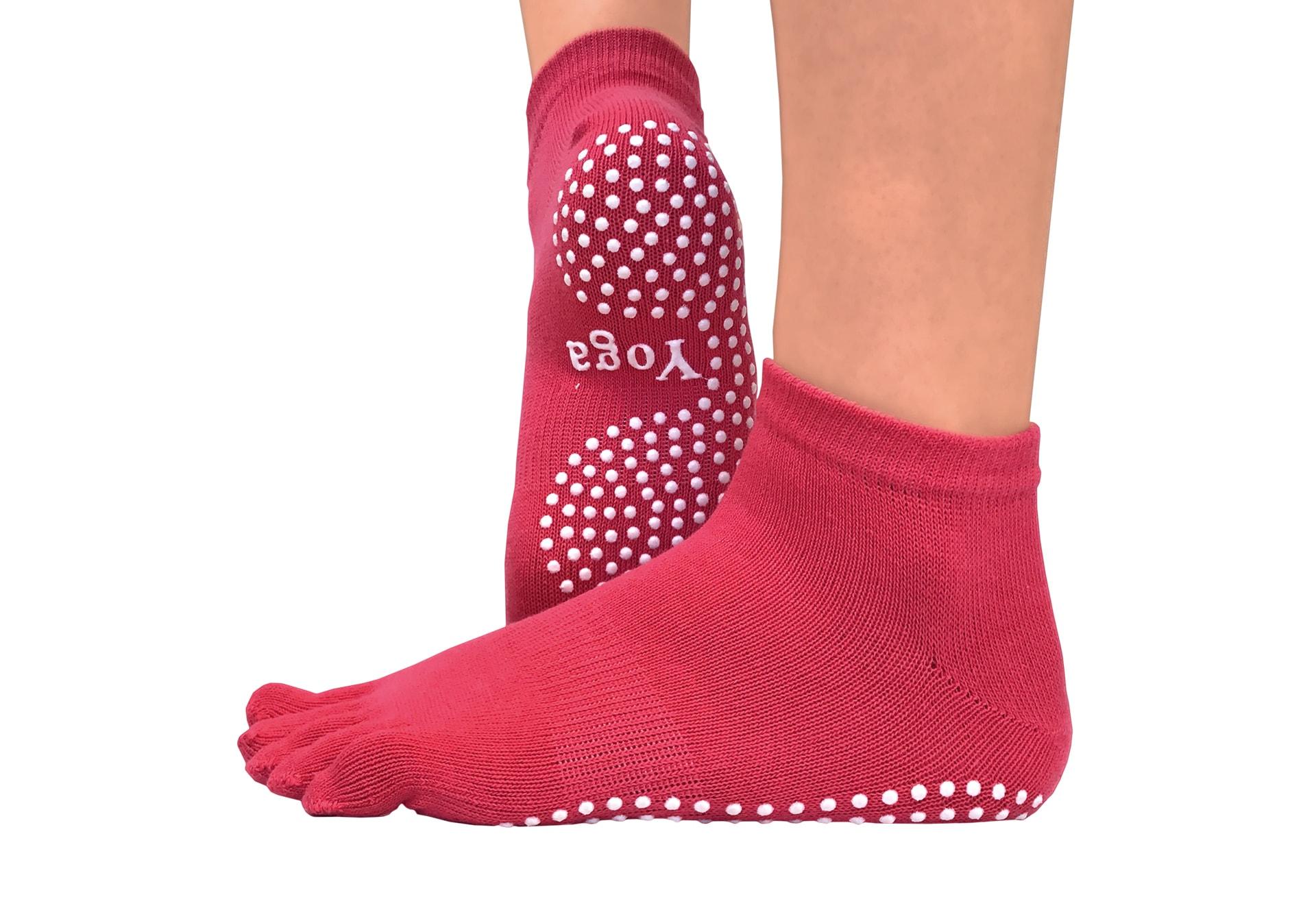 Фото Малиновые носки для йоги