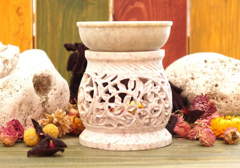 Фото Аромалампа резная каменная круглая 11х9х9 см Белая
