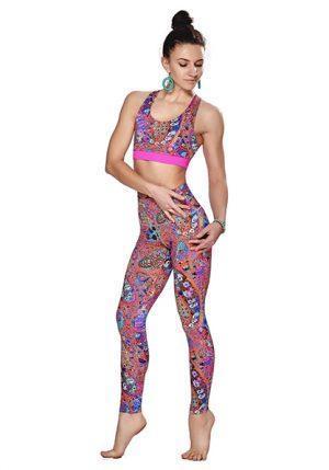 Яркий разноцветный костюм от Maxi Yoga Лакшми