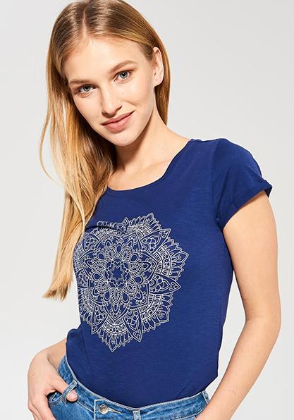 Фото Женская футболка с мандалой