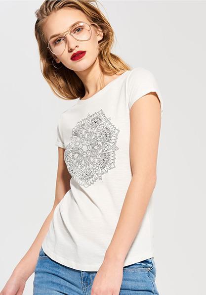 Фото 2 Женская футболка с мандалой