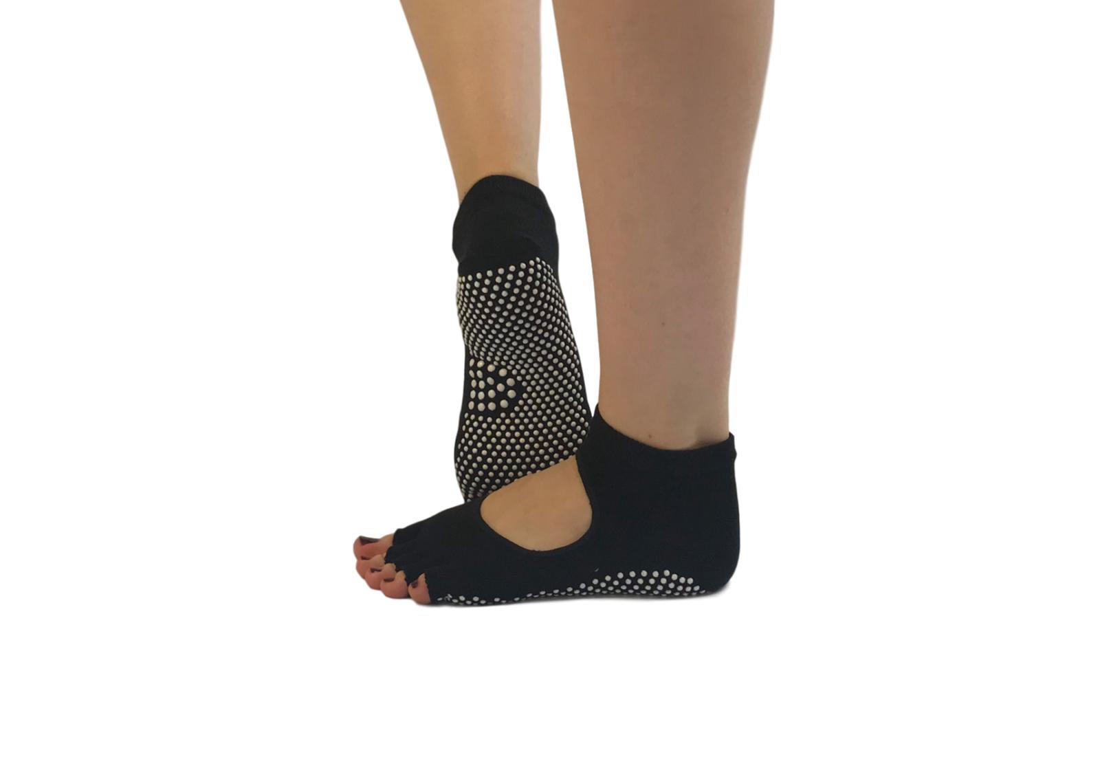 Фото 10 Желтые носки для йоги