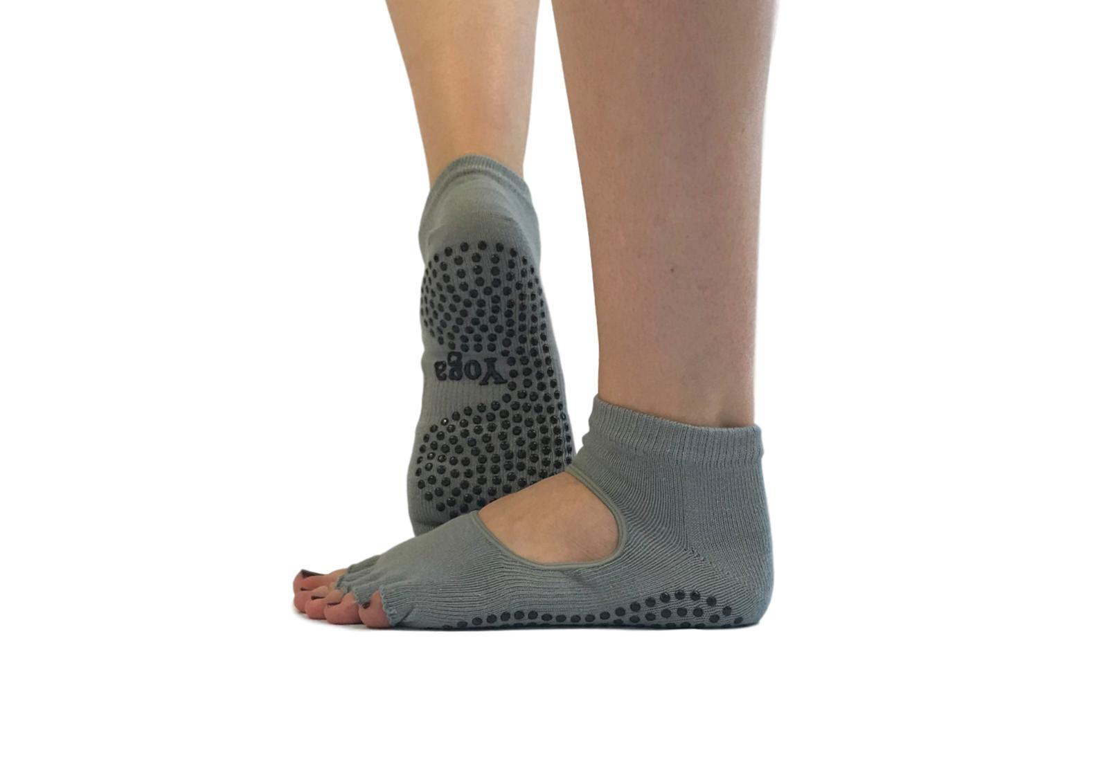 Фото 7 Голубые носки для йоги