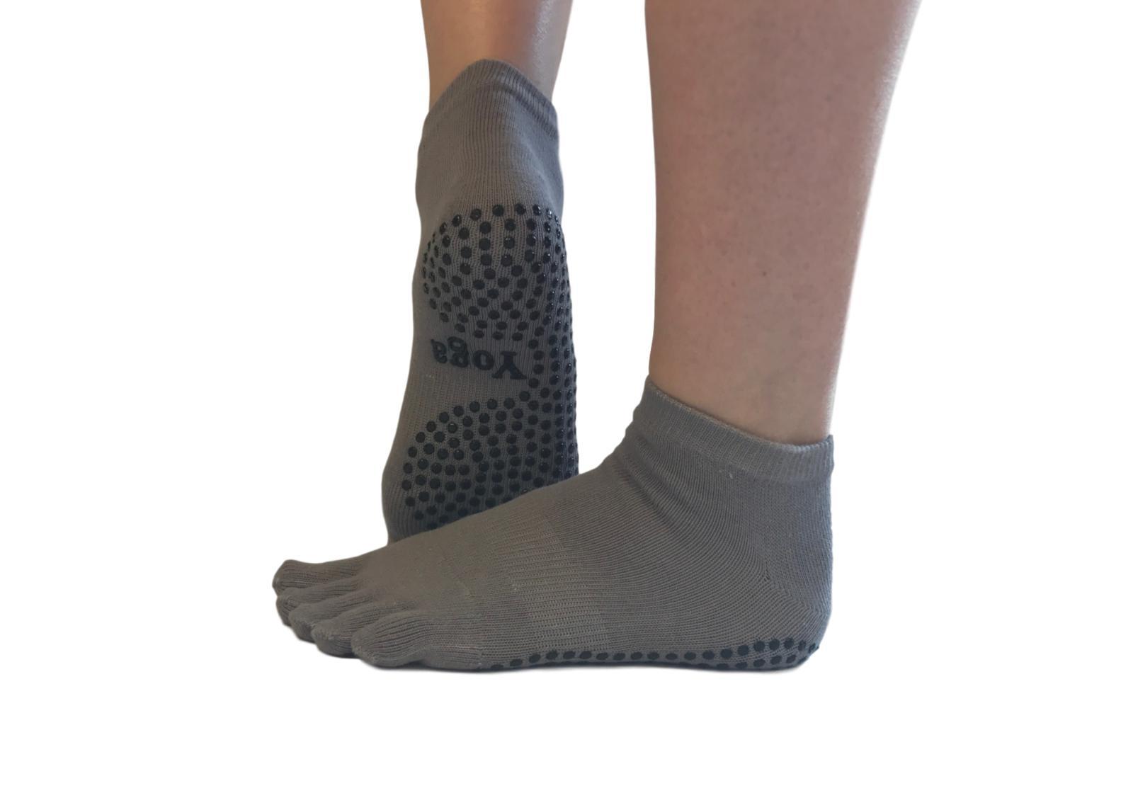 Фото 9 Серые носки для йоги