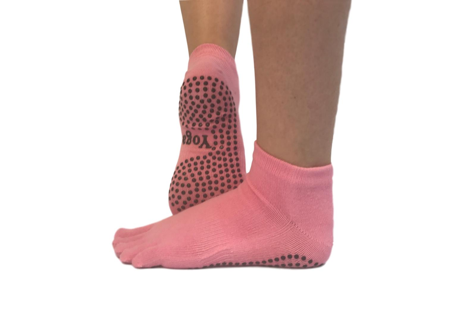 Фото 4 Малиновые носки для йоги