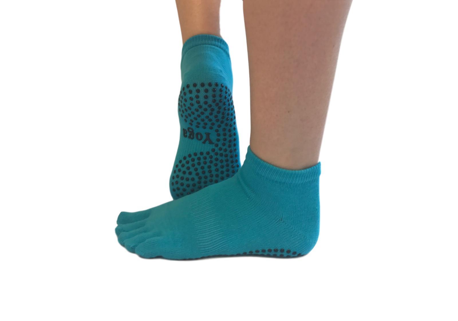 Фото 5 Малиновые носки для йоги