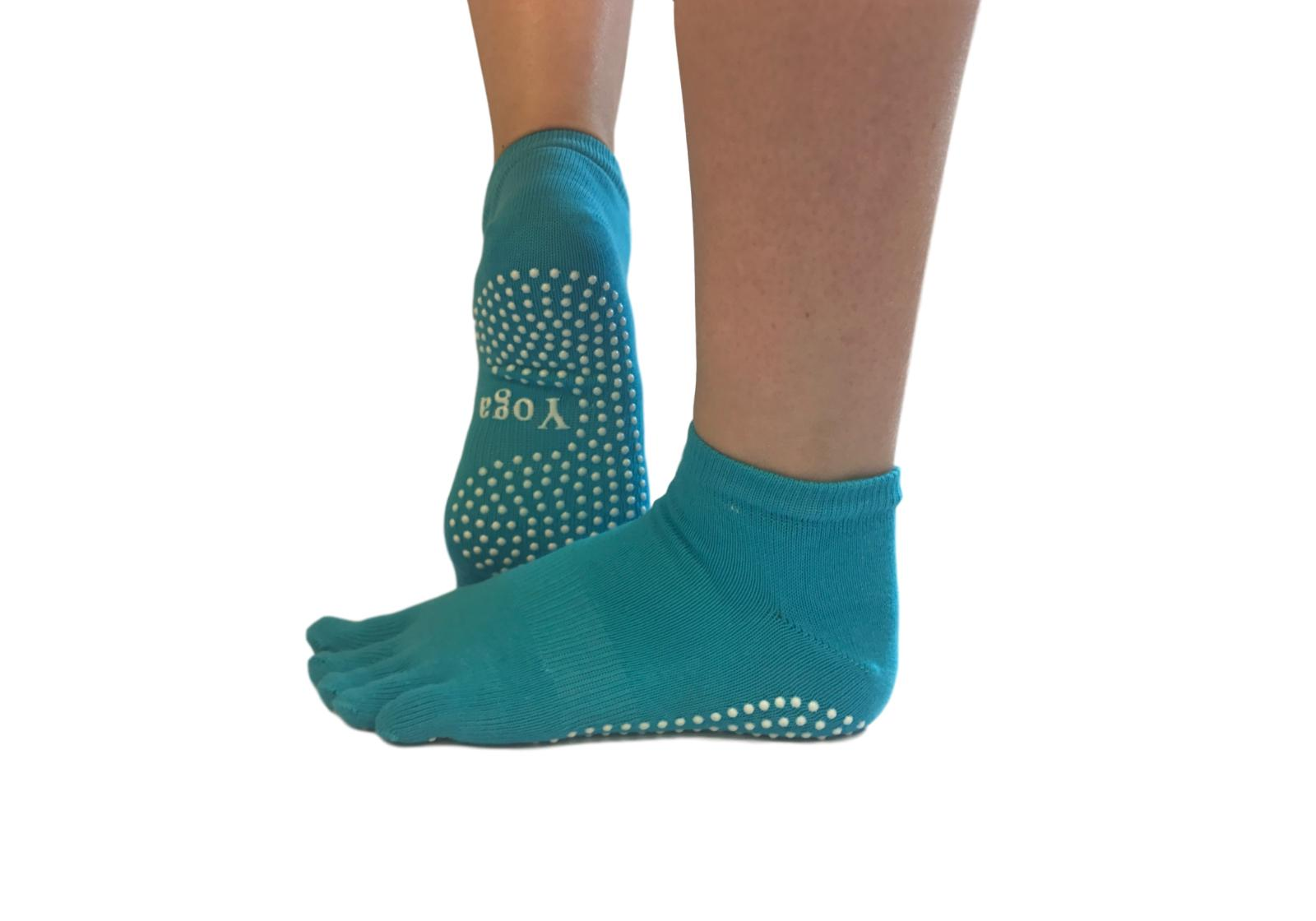 Фото 6 Малиновые носки для йоги