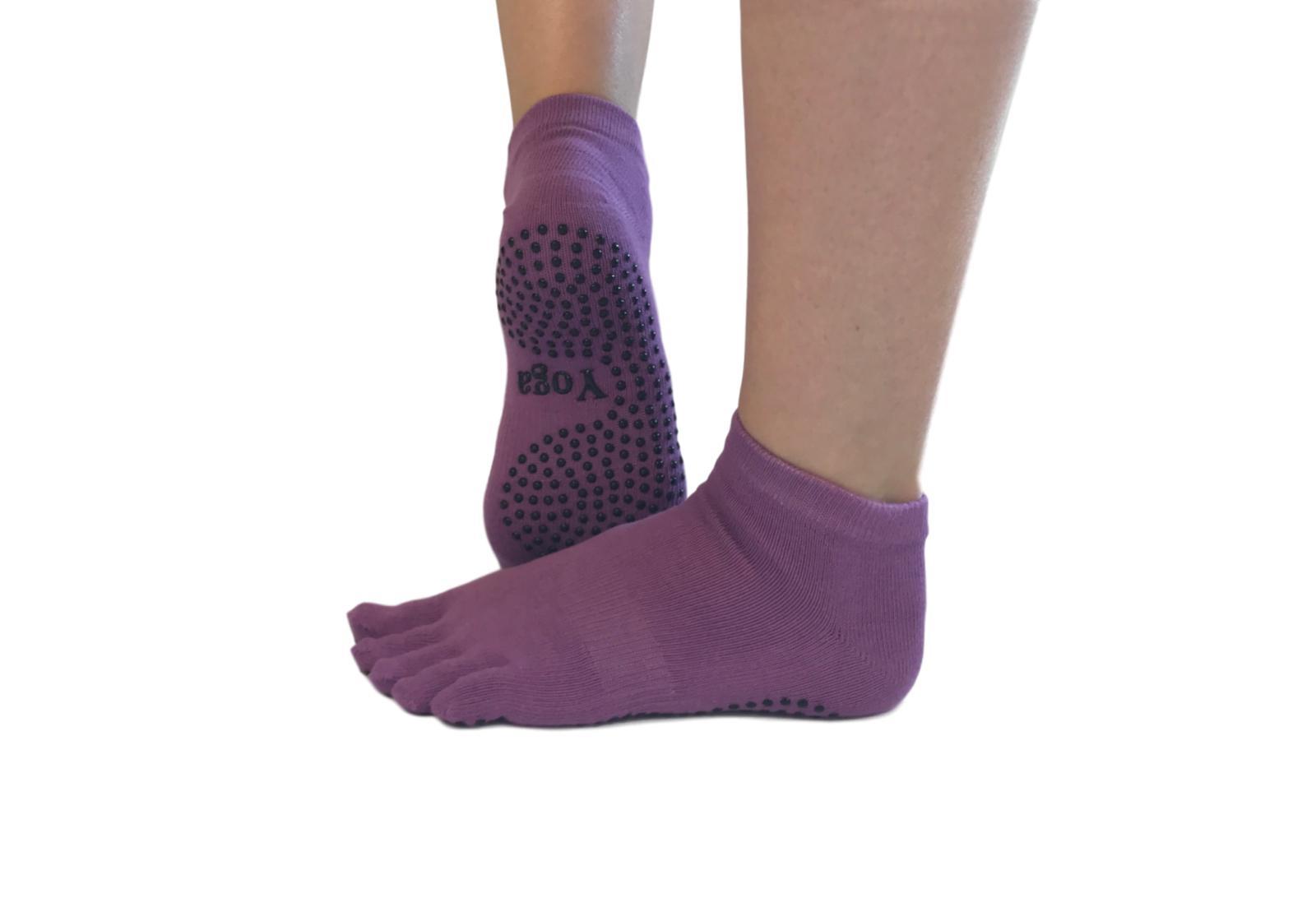 Фото 8 Малиновые носки для йоги