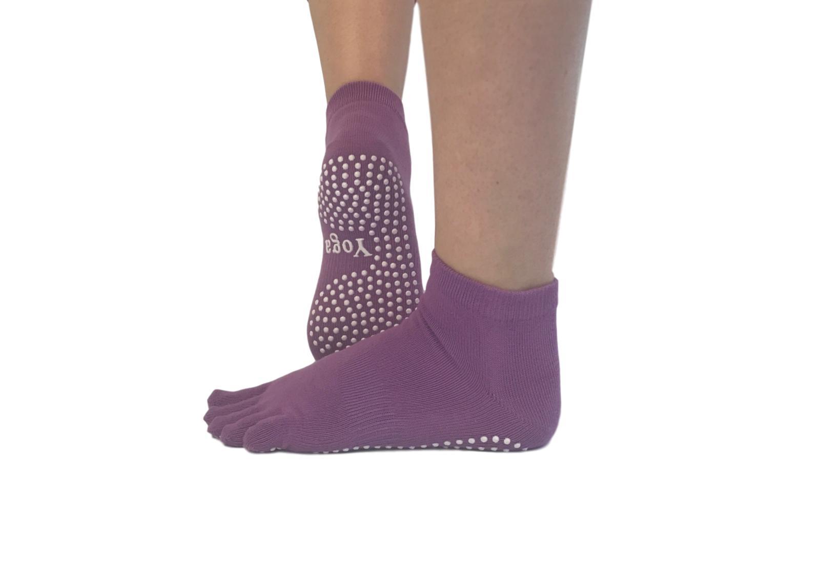 Фото 3 Малиновые носки для йоги