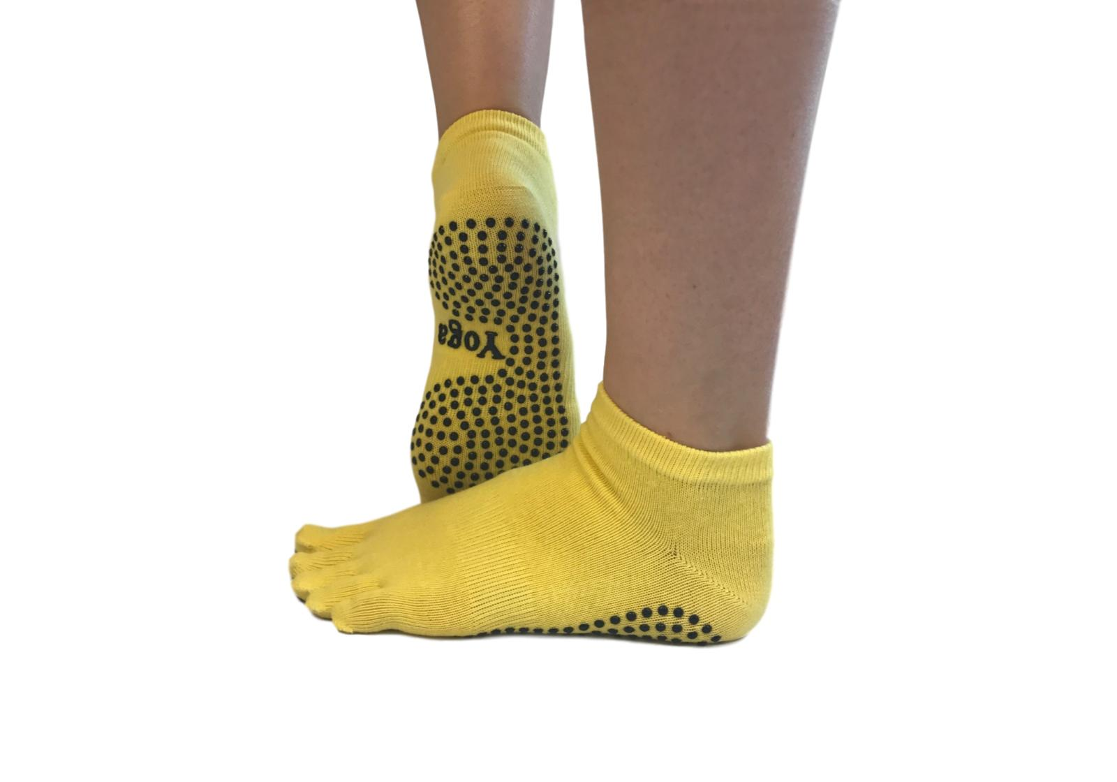 Фото 7 Малиновые носки для йоги