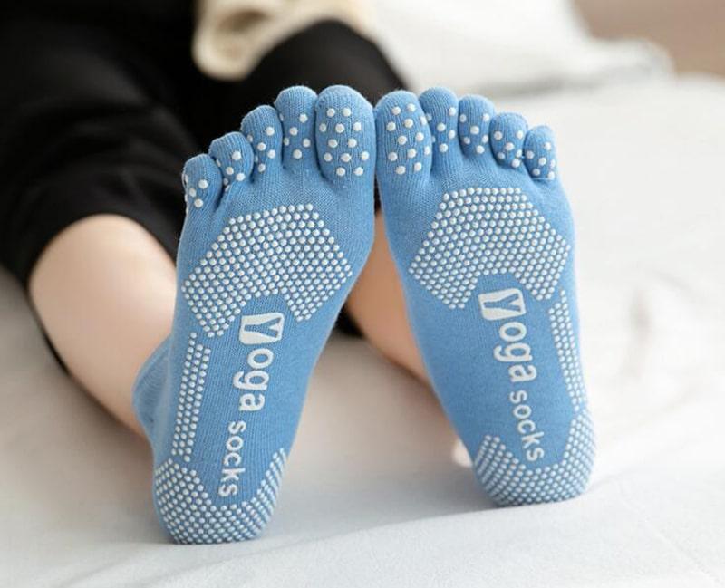 Фото Женские носки для йоги нескользящие с открытой стопой