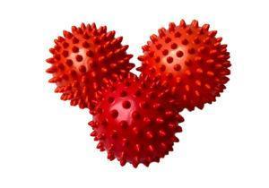 Красные мячики бренда Amber для массажа с шипами
